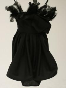 Robe noire à plumes - Edward Finney - 1950 € (£1700)